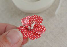 Learn to make the cutest flowers ever!  CatheHoldenWashiTapeFlowers8