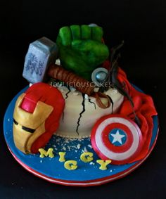 A birthday cake for a 5 years old boy who know's all the avengers characters in the movie! Avengers Birthday Cakes, Superhero Birthday Party, 4th Birthday Parties, 5th Birthday, Birthday Ideas, Avenger Party, Avenger Cake, Pastel Marvel, Bolo Angry Birds