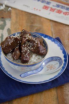 Deze gemarineerde biefstukpuntjes zitten boordevol smaak en zijn makkelijk te maken in de Airfryer. Heerlijk in combinatie met rijst en wokgroenten.