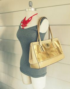 discount purses,coach factory store,coachoutlet,name brand purses,discount designer handbags Cheap Gucci Bags, Cheap Handbags, Handbags Michael Kors, Only Fashion, Cheap Fashion, Womens Fashion, Discount Coach Bags, Discount Purses