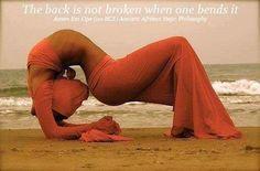 Práctica de  Yoga en Africa por Pablo M. Imani, El Bienestar Por la Postura de Smai, el Aliento y la Meditación | En Africa la esencia del Yoga son la armonía interior, la paz y tranquilidad. Diseñados para desarrollar la flexibilidad, la conciencia espiritual y la relajación control de la mente y el cuerpo. Esta forma de Yoga egipcio, enfoca al desarrollo de energía y la limpieza emocional del cuerpo físico y emocional por el desarrollo del movimiento y posturas.