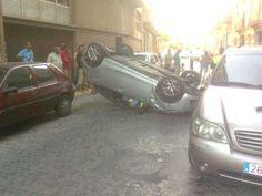 Accidente o aparcamiento salido mal? #nosepuedevlc