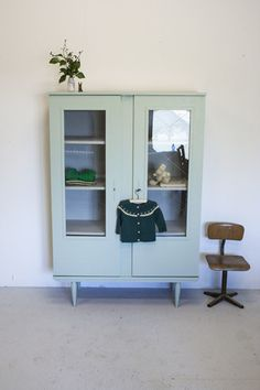 China Cabinet, Room Inspiration, Kids Room, Kids Fashion, Retro, Bedroom, Storage, Kitchen, House