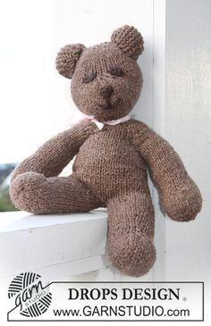 BabyDROPS 11-28 Teddy Bear - Free Knitted Pattern - (garnstudio)