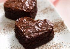 Nada mas romántico que unos brownies caseros y deliciosos para compartir en este día… de hecho puedes aprovechar a hacerlos...