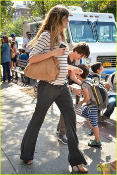 Non-maternity trousers worn low look good on Gisele's skinny frame... Copy with caution if you are not a supermodel #bumpychic