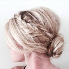Wedding Hairstyles Updo soft hair updos - Not every woman out there is blessed with long hair. But if you are among those lucky ones then here is your chance to try out some of the latest easy hair updos! Up Dos For Medium Hair, Medium Hair Styles, Short Hair Styles, Medium Length Hair Updos, Bridesmaid Hair Medium Length Thin, Medium Hair Wedding Styles, Updo Styles, Up Dos Short Hair, Should Length Hair Styles