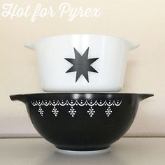 #pyrexpairs day 3 - the simplicity of a black and white design.  I love the graphic black star pattern paired with the familiar but different snowflake garland pattern in black and white. #pyrex #pyrexpairs #rarepyrex #htfpyrex #hitforpyrex #vintage #love #pow