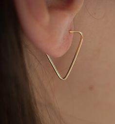 Boucles d'oreille triangle en plaqué or garanti 10 ans : Boucles d'oreille par eliseetmoi
