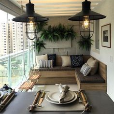 Enjoy the Four Seasons Outdoors with Glass Balcony Decoration - Decology - Home Decoration Ideas Blo Small Balcony Decor, Glass Balcony, Condo Balcony, Balcony Ideas, Patio Ideas, Modern Balcony, Small Patio, Pergola Ideas, Apartment Balcony Decorating