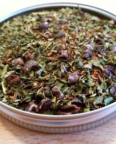Choco-mint Chai – Blend Bee: You're so cool & sweet. Are you a chocolate mint lover? Indulge in the deliciousness of Choco-mint Chai. The superb mix of Rooibos Tea with Peppermint, Cacao Nibs, Cocoa Powder, Cardamom & Stevia Leaf will leave you so happy. Whip up a cup of this brew & add a smidgen of coconut milk for a true treat.