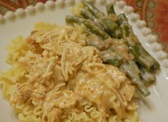 Creamy Crockpot Chicken - Less than 10 Ingredients, EASY to make & DELICIOUS! #crockpot #chicken #dinner RECIPE CAN BE FOUND: http://www.thepiggytoes.com/2012/11/29/creamy-crockpot-chicken/