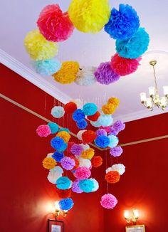 Декор свадьбы бумажными помпонами: 10 классных идей!