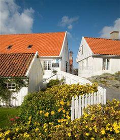 visithaugesund, Skudeneshavn, photo: Magnus J Fjell Ship Figurehead, Hidden Garden, Timber House, Tourist Information, Empire Style, North Sea, Pompeii, White Paints, Main Street