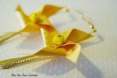Longues boucles d'oreilles origami jaune pliage rose des vents : Boucles d'oreille par rose-aux-joues
