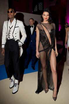 Wiz Khalifa in Thom Browne & Kendall Jenner in La Perla and Christian Louboutin shoes Celebrity Beauty, Celebrity Style, Kendall Jenner Boyfriend, Sexy Dresses, Beautiful Dresses, Curvy Outfits, Fashion Outfits, Jenner Style, Victoria Secret Fashion Show