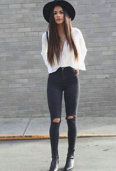 Outfit with white ankle boots of the brand Mango, white jeans of the brand Guess, black shirts of H&M, and black hats of Chanel