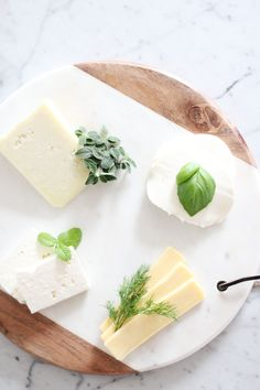 Up your Spring cheese boards with these scrumptious herb pairings Photography : Bisou Style Read More on SMP: http://www.stylemepretty.com/living/2016/03/17/4-must-try-herb-pairings-for-a-spring-cheese-board/