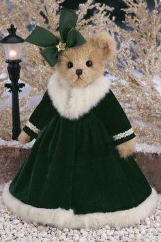 Take a look at this Forest Green Virginia Pine Plush Toy by Bearington Collection on today! Teddy Bear Hug, Cute Teddy Bears, Bear Hugs, Jean Moda, Christmas Teddy Bear, Boyds Bears, Bear Doll, Bear Art, Christmas Things