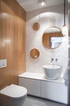 Wabenfliesen dekorativ und modern im modernen bad eingesetzt