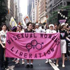 """BISEXUAL WOMEN'S LIBERATION ♀♀♂,"" New York Area Bisexual Network (NYABN) contingent, Heritage of Pride Parade, New York City, c. 1985. Photo by Bettye Lane, @harvard. #lgbthistory #HavePrideInHistory #BettyeLane (at New York, New York)"