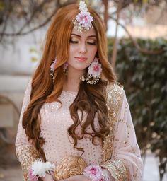 Fulfill a Wedding Tradition with Estate Bridal Jewelry Bridal Mehndi Dresses, Desi Wedding Dresses, Pakistani Bridal Dresses, Wedding Wear, Wedding Bride, Formal Wedding, Pakistan Bride, Pakistan Wedding, Bridal Looks