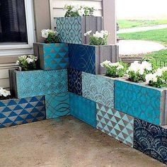 Here's a pretty project to kick start your week from @realitydaydream! Cement cinder blocks go from drab to fab with our Modern Stencils! #royaldesignstudio