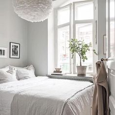 A beautiful bedroom styled by @greydeco.se 📷 Fredrick Karlsson 👌🏻 Good night all ✨ . #bedroom #bedroomdecor #nordichome #nordicinspiration