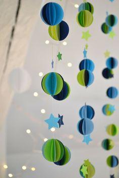 Guirlandes... LES POMMETTES DU CHAT: Guirlande sphères bleues