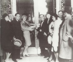 Norma Shearer (center) and her husband, MGM's head of production, Irving Thalberg at the opening of the Mayer building, Los Angeles, December 1928 Classical Hollywood Cinema, Old Hollywood Movies, Hollywood Icons, Golden Age Of Hollywood, Vintage Hollywood, Hollywood Glamour, Classic Hollywood, Norma Shearer, Irving Thalberg