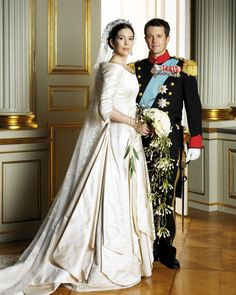 Wedding gown nr Crown Prince Frederik of Denmark and Mary Donaldson, May 2004 Royal Wedding Gowns, Royal Weddings, Wedding Bride, Wedding Dresses, Princess Beatrice Wedding, Crown Princess Mary, Denmark Royal Family, Danish Royal Family, Princesa Mary
