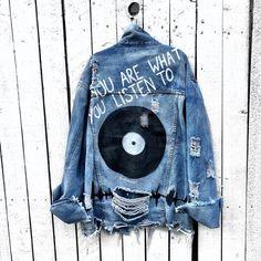 'with the band' denim jacket - Painted Denim - Denim Fashion Painted Denim Jacket, Painted Jeans, Painted Clothes, Hand Painted, Denim Jacket With Pins, Denim Jacket With Patches, Denim Paint, Distressed Jean Jacket, Jeans Tumblr