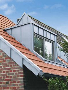 Wohnen Dormer window or roof window? - Extra gentle below the slope April 2016 Dormer Roof, Shed Dormer, Dormer Windows, Eco Buildings, Dark House, Roof Detail, Roof Window, Solar Roof, Roof Design