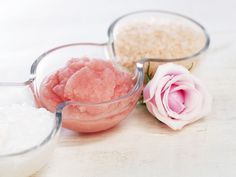 Spa Foodie: Edible Sugar Lip Scrub Although this recipe has little nutritional value, it will help to de-flake your pucker for a perfectly kissable pout… Exfoliating Face Scrub, Exfoliating Products, Exfoliating Gloves, Sugar Scrub For Face, Cellulite Scrub, Diy Body Scrub, Sugar Lips, The Balm, Skin Care