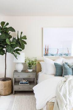 U Shaped Houses, Minimalist Home Interior, Bedroom Decor, Master Bedroom, Bedroom Ideas, Bedroom Inspo, Master Suite, Interiores Design, Home And Living