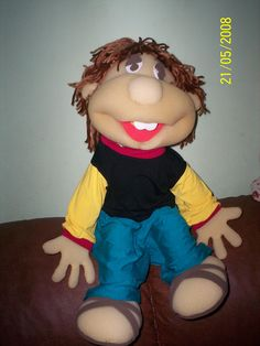 boneco de espuma estilo caiçara Puppets, Ministry, Projects To Try, Disney Princess, Sewing, Disney Characters, Chair, Capes, Baby Dolls