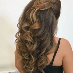 These curls are everything you need for a dazzling look!😍😍❤️ By: styles for wedding down hairstyles indian videos These curls are everything you need for a dazzling look!