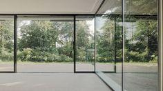 Boden- und deckenbündige Schiebefenster in einer Villa in Zürich - air-lux.ch #fenster #architektur