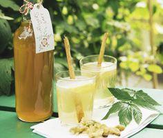 Somrig älggrässaft med härliga smaker av kanel och citron. Extra bra är att du kan frysa in saften om det blir väldigt mycket, eller varför inte ge bort som present till någon?