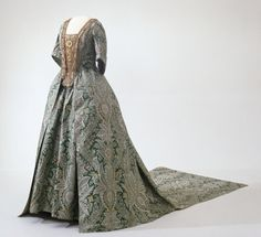 Dress, 1720  From the Digitalt Museum / http://harriet.nasjonalmuseet.no/draktgallerier/kjole-3/