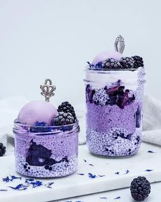Just some purple vibes to start a new amazing week 💜☁️ Blackberry chia pudding with blackberry nice cream 🍦 . Sooo simple yet… Yummy Drinks, Delicious Desserts, Yummy Food, Smoothie Bowl, Smoothie Recipes, Smoothies, Purple Food, Beautiful Desserts, Nice Cream