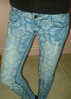 Kupuj mé předměty na #vinted http://www.vinted.cz/damske-obleceni/uzke-kalhoty/8227748-skinny-svetle-trhane-dziny
