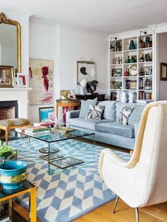 Un piso decorado con un refinado estilo inglés - Nuevo Estilo Living Room Colors, Living Room Designs, Living Room Decor, Living Area, Living Spaces, Living Rooms, Spanish Interior, Minimalist Home, Apartment Living