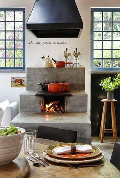 Fogão a lenha de concreto. Janelas e decor Outdoor Kitchen Design, Rustic Kitchen, Kitchen Decor, Dirty Kitchen, New Kitchen, Cooking Stove, Cooking Oil, Stove Fireplace, Rocket Stoves