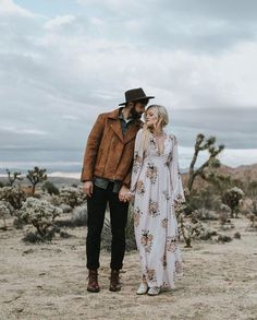 27 Groom Looks With Denim And Leather Jackets Engagement Photo Outfits, Engagement Photo Inspiration, Engagement Couple, Engagement Pictures, Engagement Shoots, Couple Fotos, Outdoor Portrait, Boho, Groom Looks