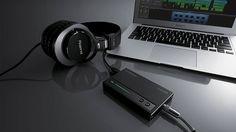 Roland_Headphones_Music_DJ_Wallpaper_www.djlogic.es