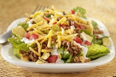 Quick Taco Salad Skip the hassle of stuffing a shell with taco salad! Quick Taco Salad is a delectable mash-up of fresh lettuce, tomatoes, cheese and lean ground beef. Taco Salad Recipes, Mexican Food Recipes, Dinner Recipes, Ethnic Recipes, Mexican Meals, Dinner Ideas, Supper Ideas, Mexican Dishes, Cocktail Recipes