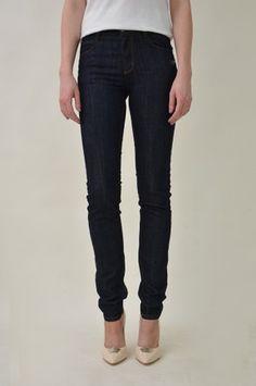 www.ecosphere.se - Monkee Genes - Peanut Denim Dark Jeans. Etiska jeans. Ethical Jeans. Slow fashion / sustainable fashion / Hållbart mode.