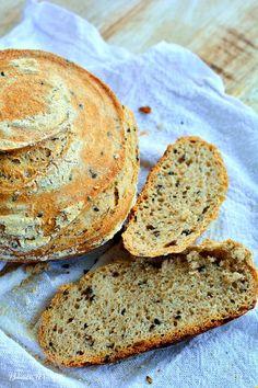 Cea mai simplă reţetă de pâine cu maia naturală. Cu făină neagră şi seminţe. | Bucate Aromate Cooking Bread, Cooking Recipes, Healthy Recipes, Parmesan Green Beans, Sourdough Recipes, Just Bake, Bacon, Deserts, Good Food