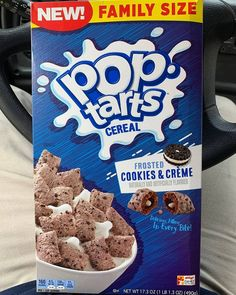 Kellogg's Pop-Tarts Crunch cereal first came out in and were brought back in early The Frosted Strawberry and Frosted Brown Sugar Cinnamon flavors were killer debut choices, but we're super psyched for the newest addition: Frosted Cookies & Crème! Oreo O's Cereal, New Cereal, Crunch Cereal, Cereal Boxes, Pop Tarts, Bolo Hello Kitty, Cute Food, Yummy Food, Pop Tart Flavors